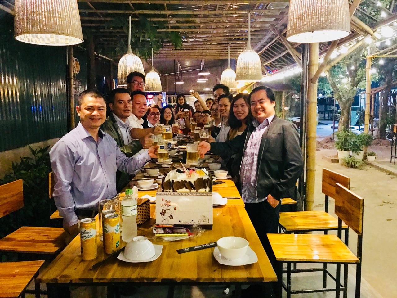 Toàn thể nhân viên công ty HiNET chúc mừng sinh nhật công ty