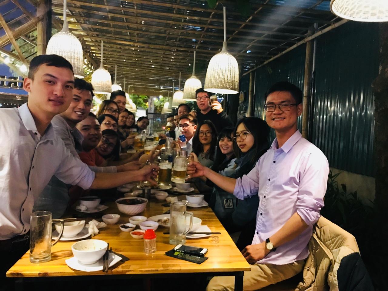 Tập thể nhân viên công ty HiNET chức mừng sinh nhật công ty